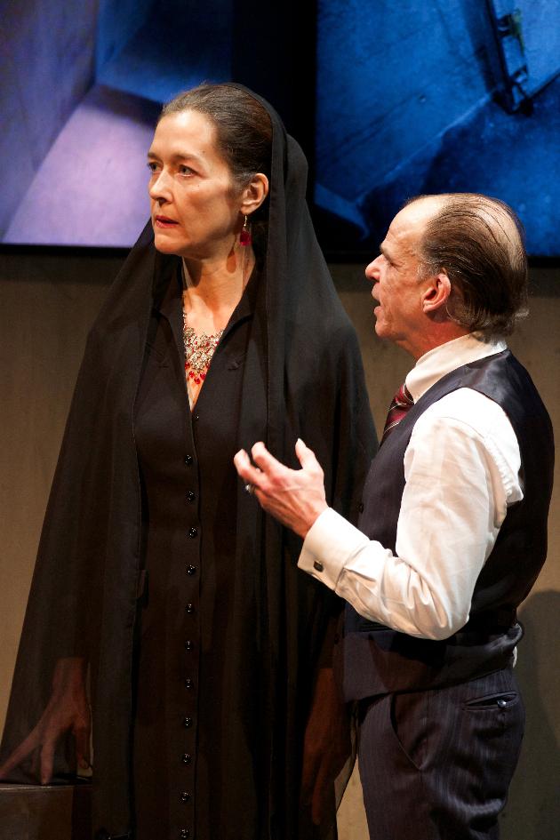 Monica Budde (Andromaque), Denis Lavant (Pyrrhus) Photographe : Nicolas Descôteaux