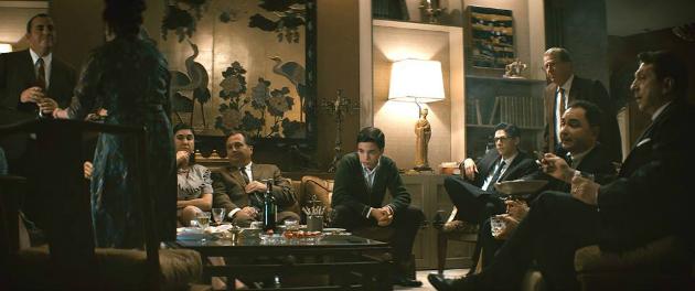 Une scène du film Corbo, de Mathieu Denis. Culture de l'image et société télévisuelle : une soirée électorale chez les Corbo.