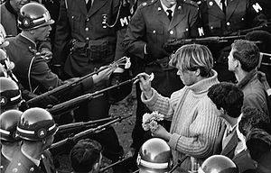 Flower Power, 1967. Crédit: Bernie Boston