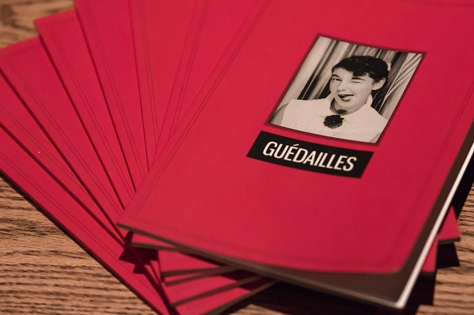 Photographie de la mise en marché du zine, prise lors du lancement au Sporting Club à Montréal. Crédit: Hugo St-Laurent/Page Facebook Panthères rouges