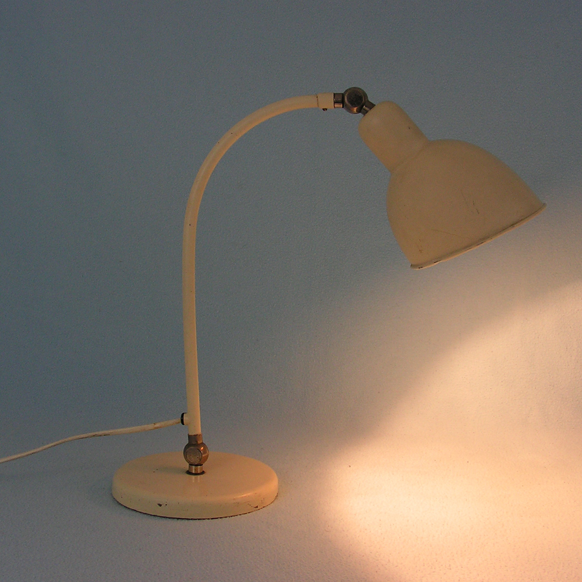 belmag-swiss-design-desk-lamp