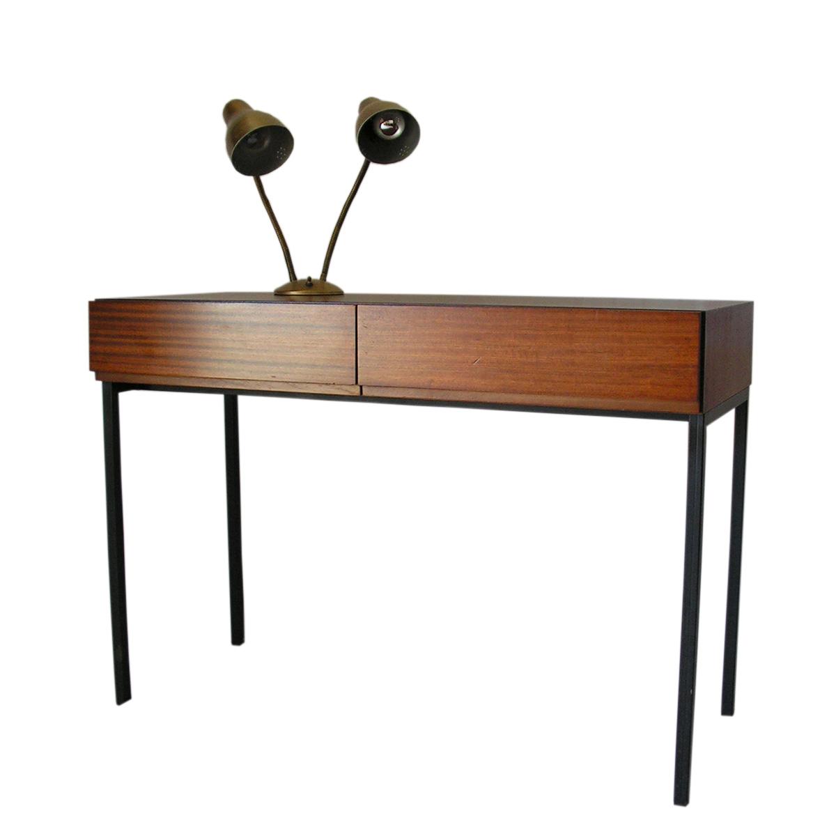 desk-minimalist-pure-lines-swiss-vintage