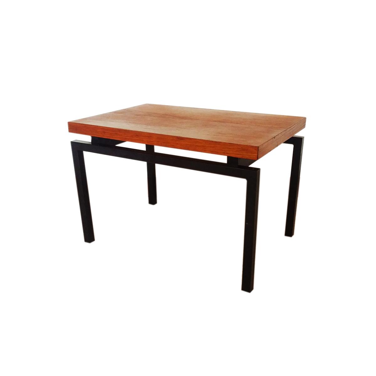 knol-teak-table