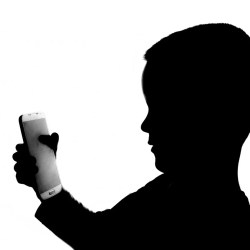 worries-of-widespread-'tech-addiction'-may-be-overblown:-study