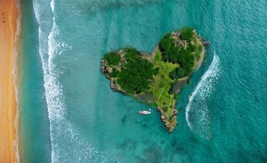 isla con forma de corazon