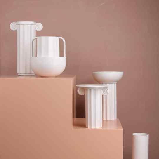 Vase à fleurs blanc en céramique côtelée