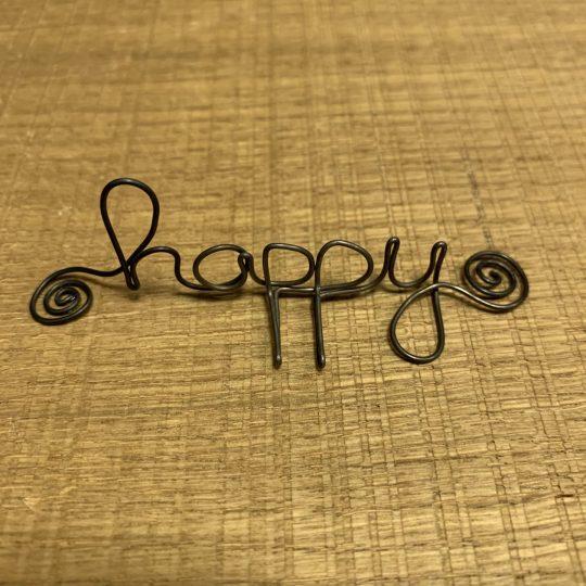 """Mot sculpté apposé """"Happy"""""""