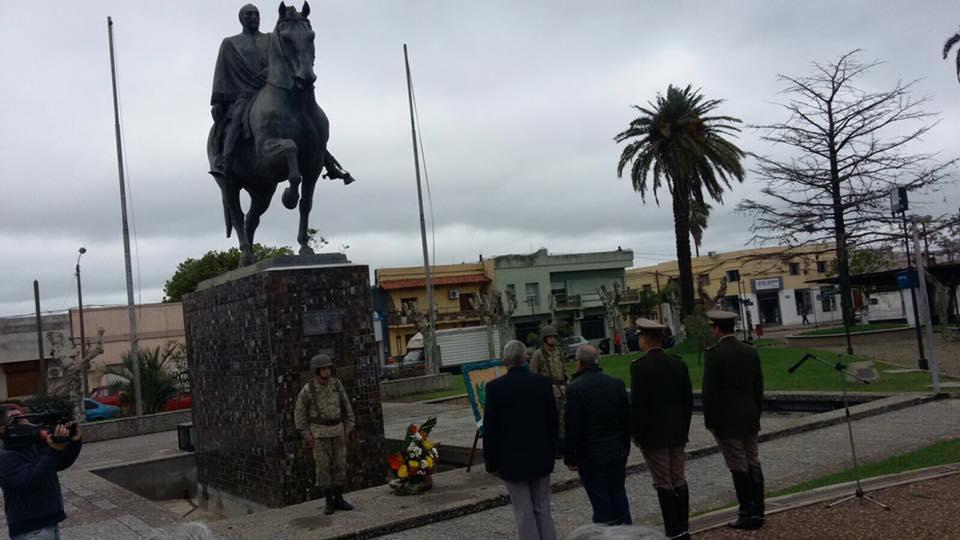 Se celebró el día del retirado militar en plaza Artigas
