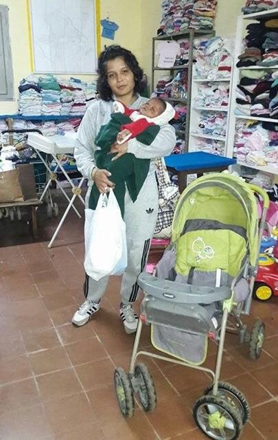 Madrinas por la vida colabora con madre colombiana que vive en Quarai junto a su bebé Carlos Andrés y a su esposo