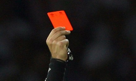 Agredieron al árbitro de fútbol Carlos Salvador  luego de seguirlo hasta su casa