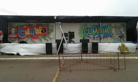 """El escenario del festival de cumbia homenajeá a Mónica Gabriela,Washington """"Pochito"""" Ponte y Carlos """"Pata"""" Cardozo"""