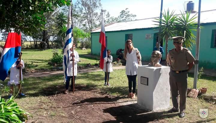Ejercito uruguayo dona busto de Artigas a escuela rural de Rincón de Franquia