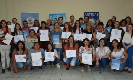 INEFOP ENTREGÓ 96 CERTIFICADOS ESTE MIÉRCOLES EN EL CENTRO COMERCIAL