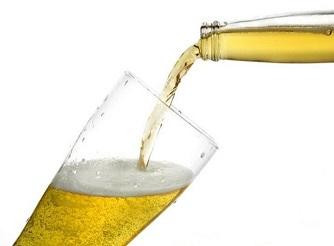 menuang bir