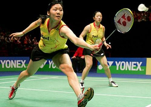 bermain badminton