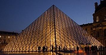 Museum Piramida Louvre