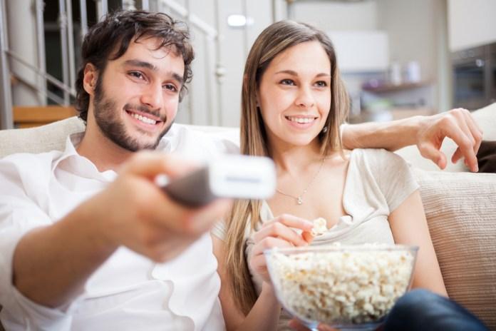 Stel televisie aan het kijken