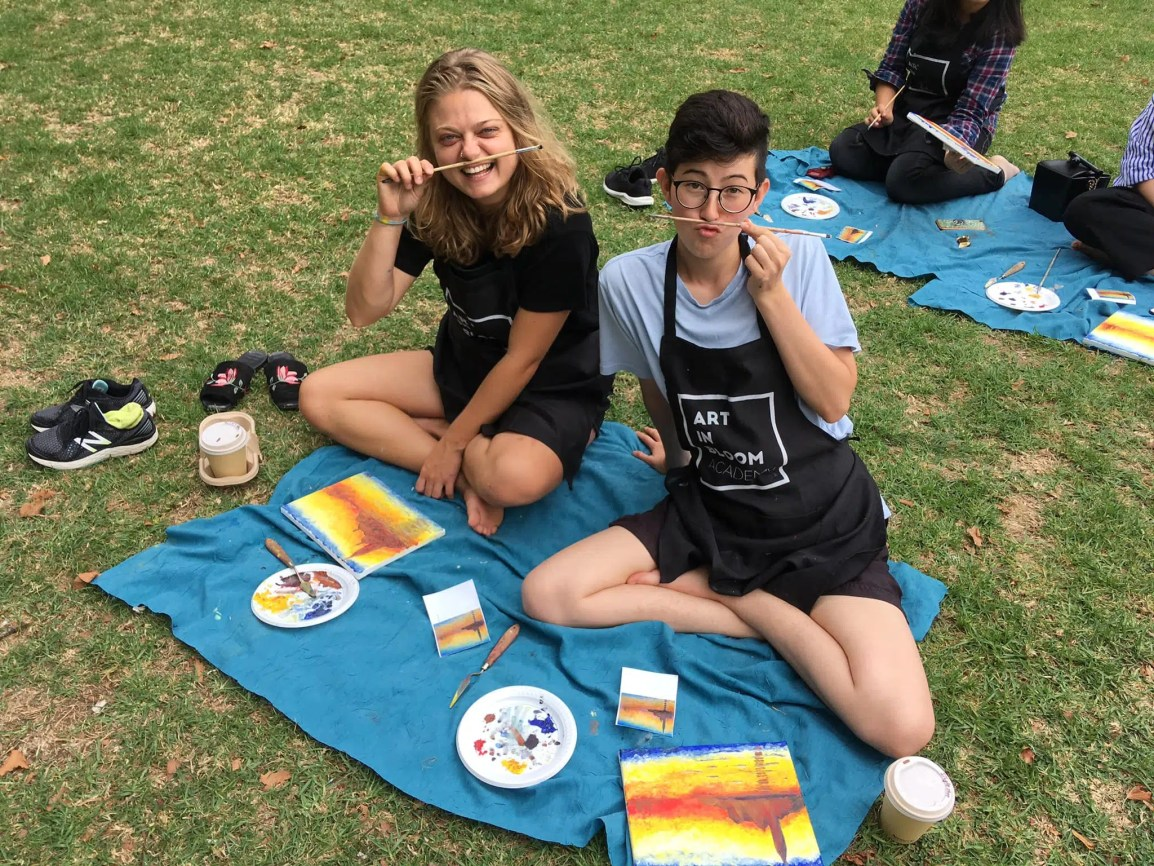 creative date ideas painting in the park