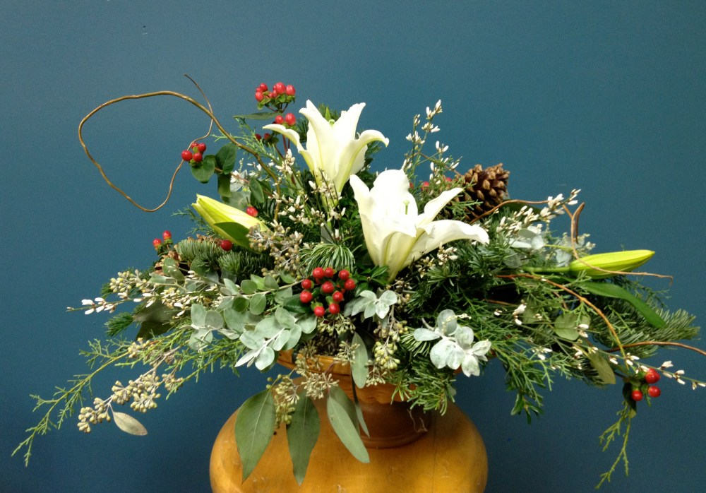 Holiday_centerpiece_lilies