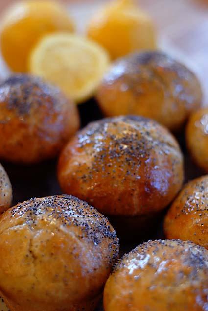 6-finished-buns-with-lemons.jpg