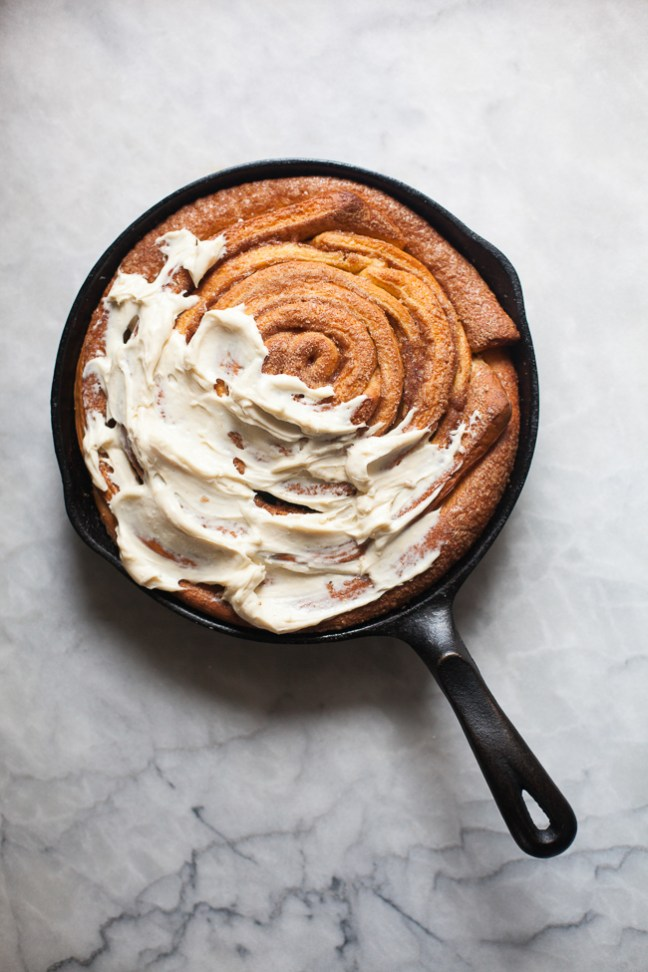Giant Skillet Cinnamon Roll from Holiday and Celebration Bread in Five Minutes a Day | Bread in 5