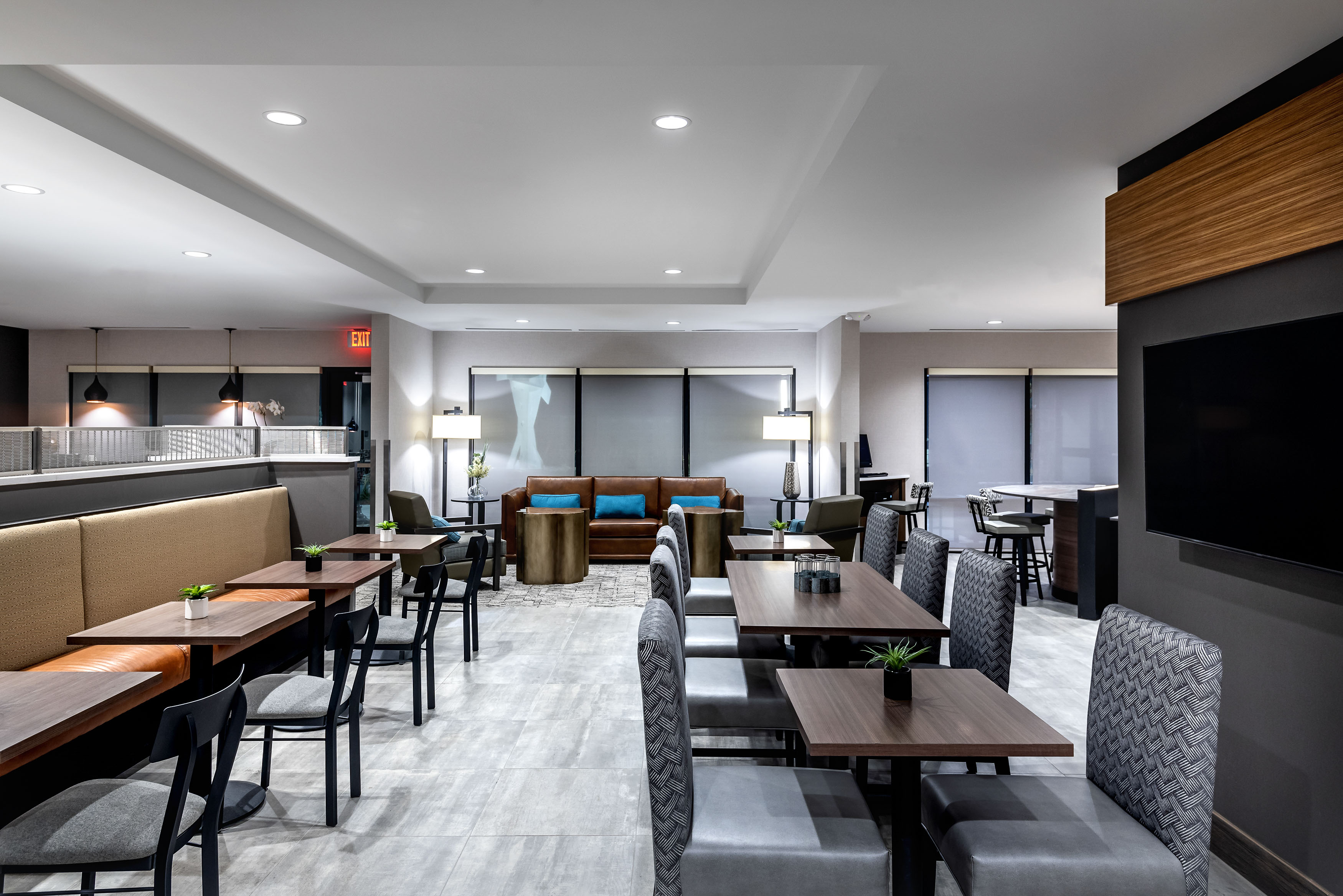 Towne-place-suite-marriott-hotels-towneplace-hotel-whitefish-montana-dining-room-opposite