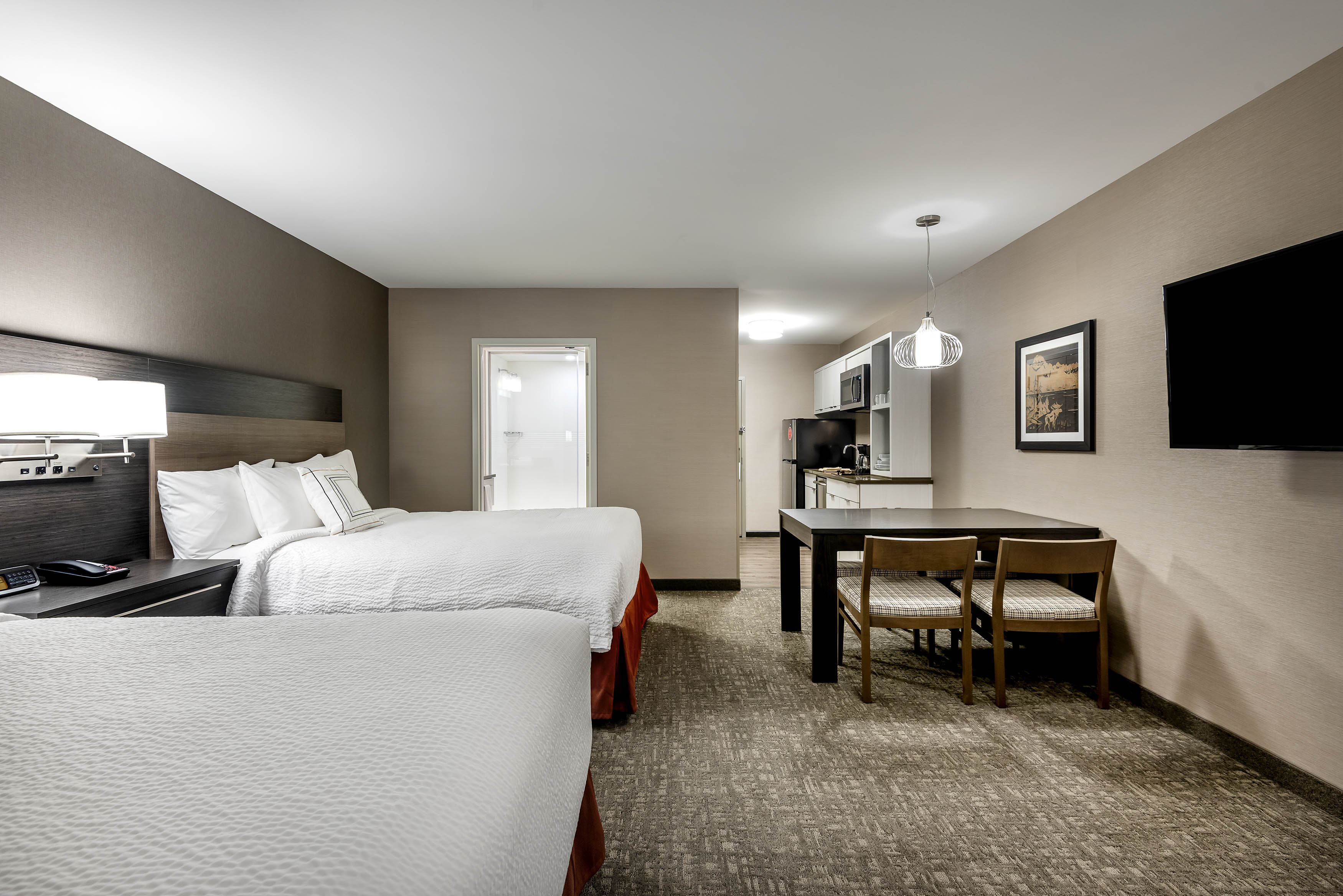 Towne-place-suite-marriott-hotels-towneplace-hotel-whitefish-montana-double-bed-alternate