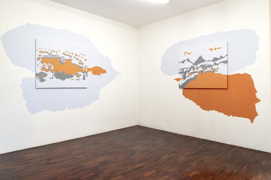 """Vista de la exposición """"La Ingravidez del Otro Mundo"""", de Gabriel Rodríguez Pellecer, en Galería Extra, Ciudad de Guatemala, 2019. Foto: Margo Porres"""