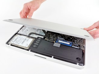 Removing the underside from the Macbook Pro