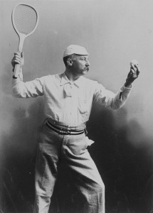 man in tennisoutfit