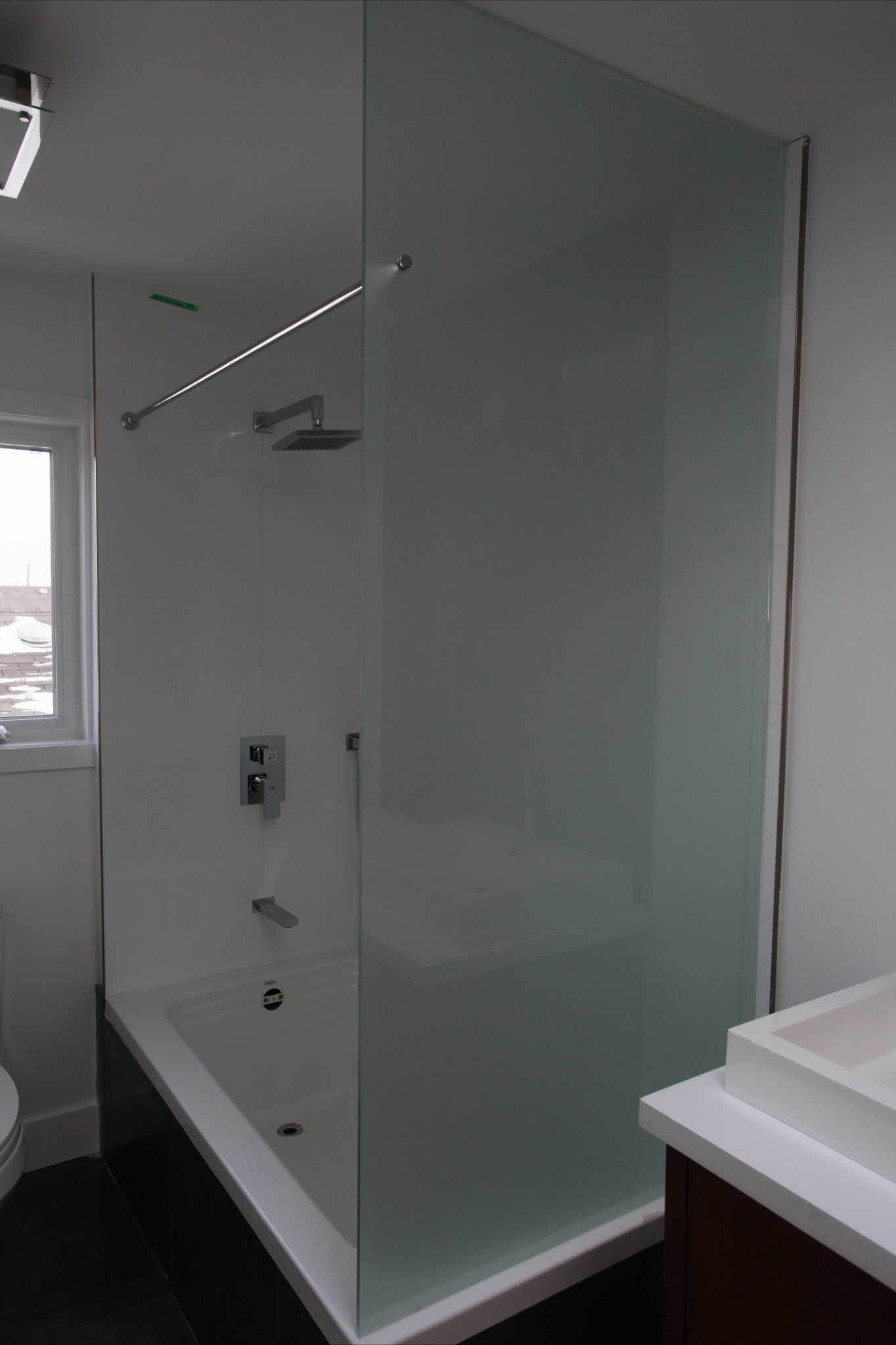 fixed screen with shower curtain rod