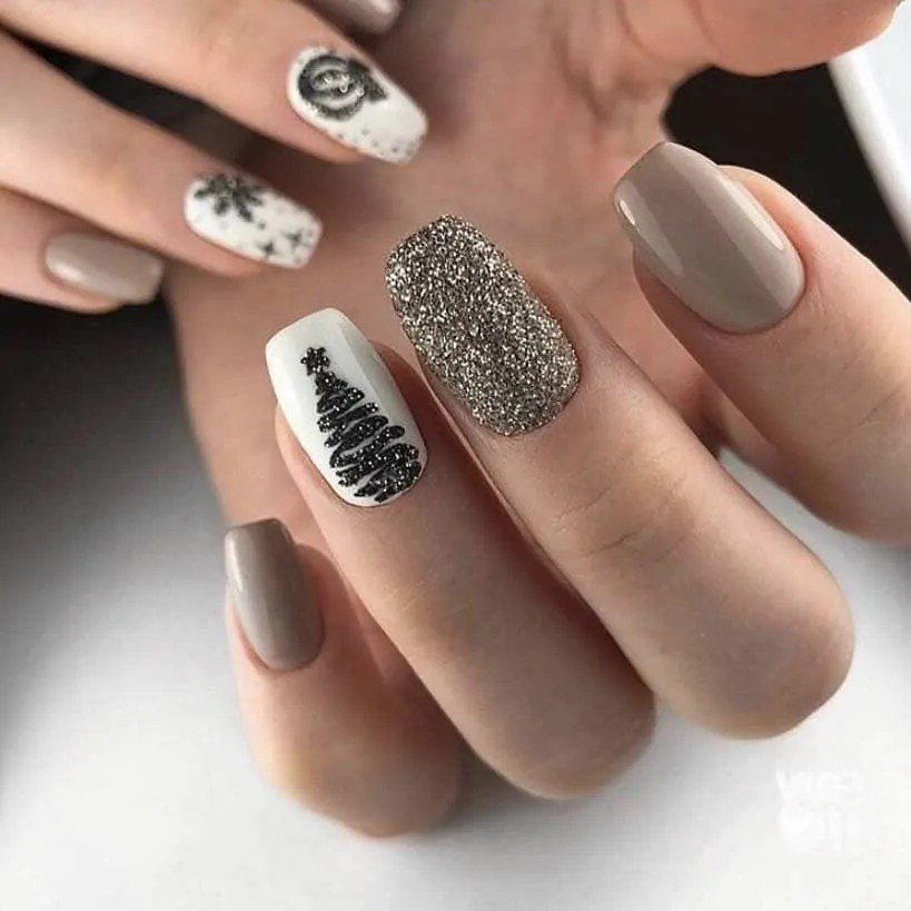 15+ Christmas Nail Ideas You Must See! 21