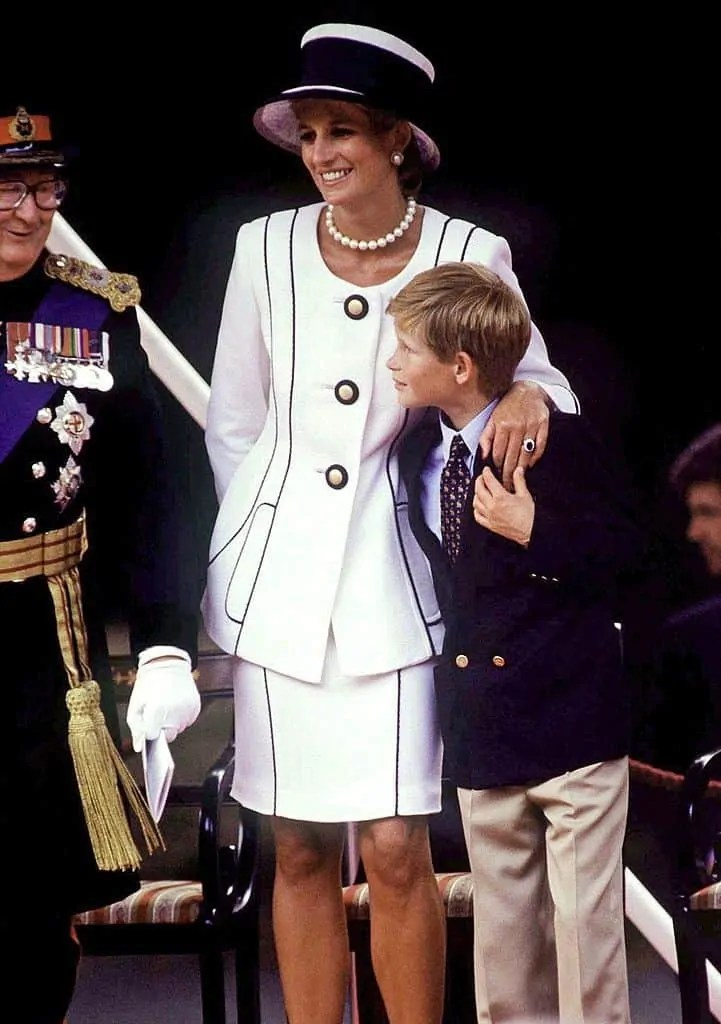 Princess Diana's Style: 150 Of The Most Iconic Princess Diana Fashion Moments 77