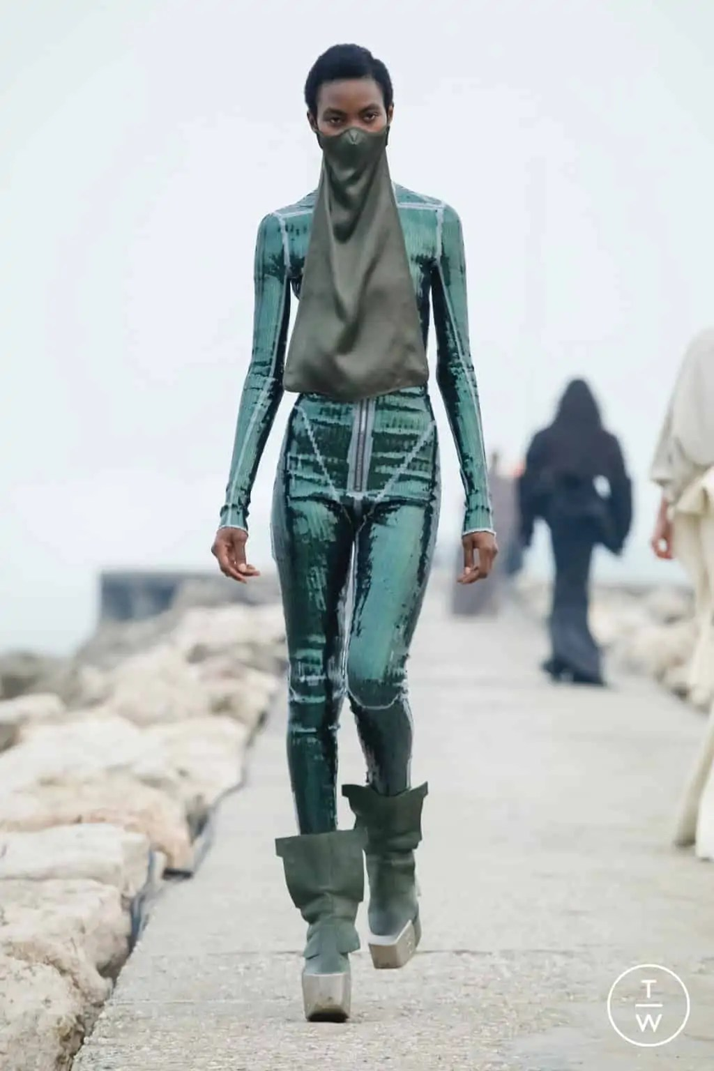 RICK OWENS FALL/WINTER 2021 — Look 12