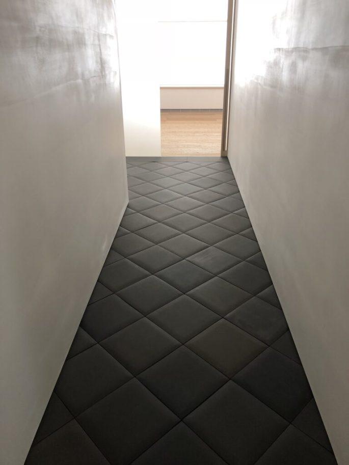 432 Park Ave hallway with custom pillowed tiles