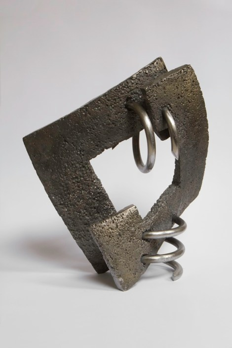 Title:Brotherhood II Medium:cast iron, steel Size:34,5x16x39,5cm