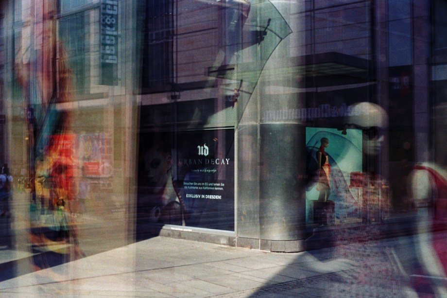 Title:Konsum Medium:Photography Size:45x30 cm.
