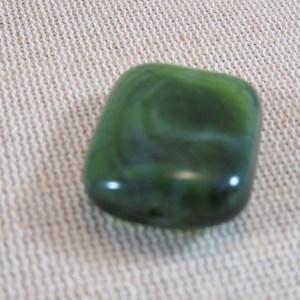Perles rectangle verte effet Jade 25x20mm en résine – lot de 3