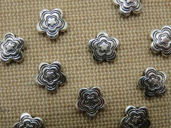 Perles fleur argenté gravé en métal 9mm - lot de 10