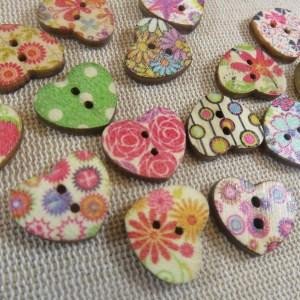 Boutons cœur en bois bouton couture multicolore – lot de 10