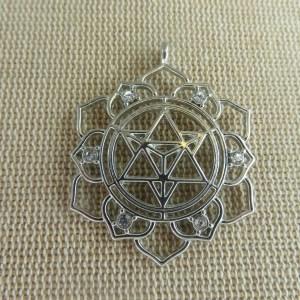 Pendentif Merkaba lotus métal argenté 39mm avec strass