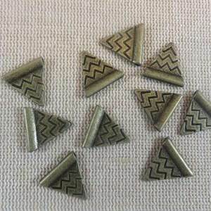 Perles triangle gravé vague bronze antique 14mm – lot de 10