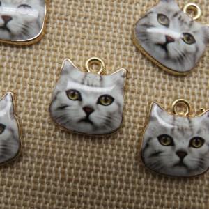 Breloques tête de chat métal émaillé 13mm – lot de 5