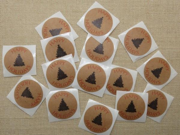 Étiquettes Happy Holidays autocollante avec sapin noir - lot de 25 stickers rond 25mm