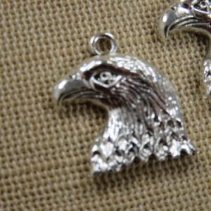 Pendentifs Tête d'Aigle argenté 22mm en métal – lot de 2