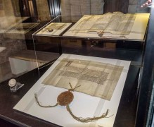 Karolinum-výstava-Insignie Karlovy univerzity