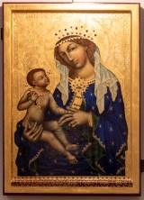 Malíř Makarios Tauc, ikony vMuzeu Karlova mostu. Kopie Madonny Zbraslavske,jednoho z nejstarsich ceskych deskovych obrazu.Na kopii obrazu je pres 80 polodrahokamu,nektere zasazeny ve stribre,ktere jiz na originalu schazeji,pouze je videt zanechane male prohlubne.Drevo,73,5x52,5cm, zlato,vajecna tempera. Foto©Petr Šálek