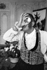 Salvador Dalí s vejcem, Paříž, 1969, foto Václav Chochola / © Archiv B&M Chochola