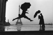 Elliott Erwitt a jeho černobílé fotografie plnépařížského šarmu