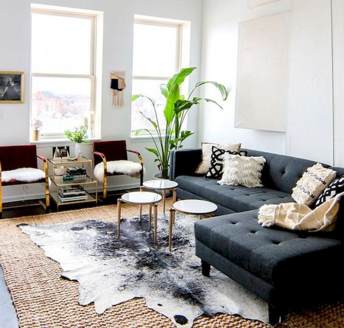 60 Living Room Decor Ideas With Artwork Coffee Tables (15)
